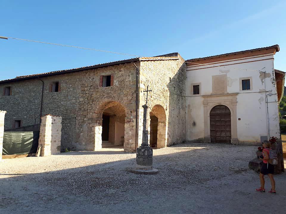 Borbona - Convento di Sant'Anna, la piazzetta antistante